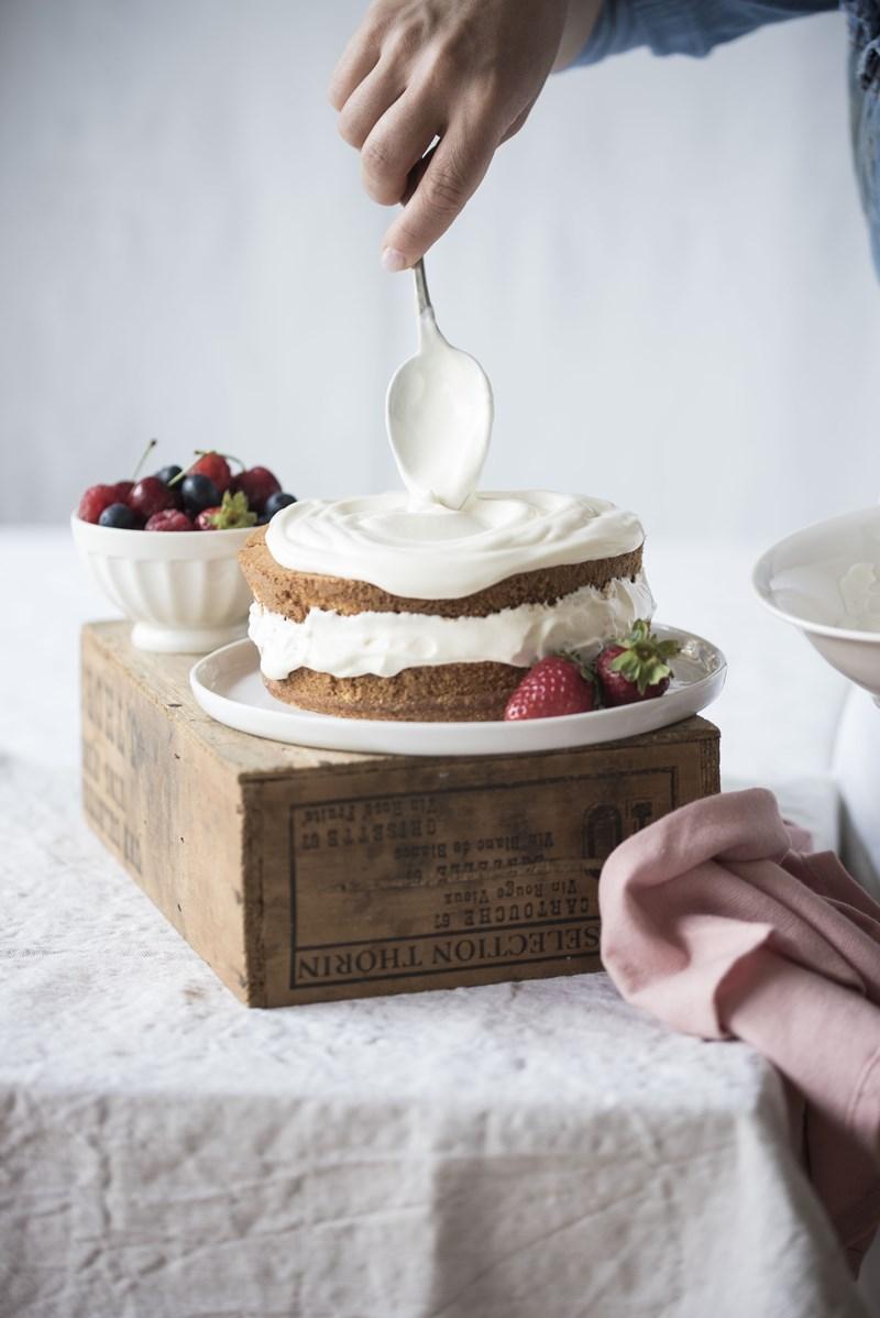 torta allo yogurt e frutti di bosco
