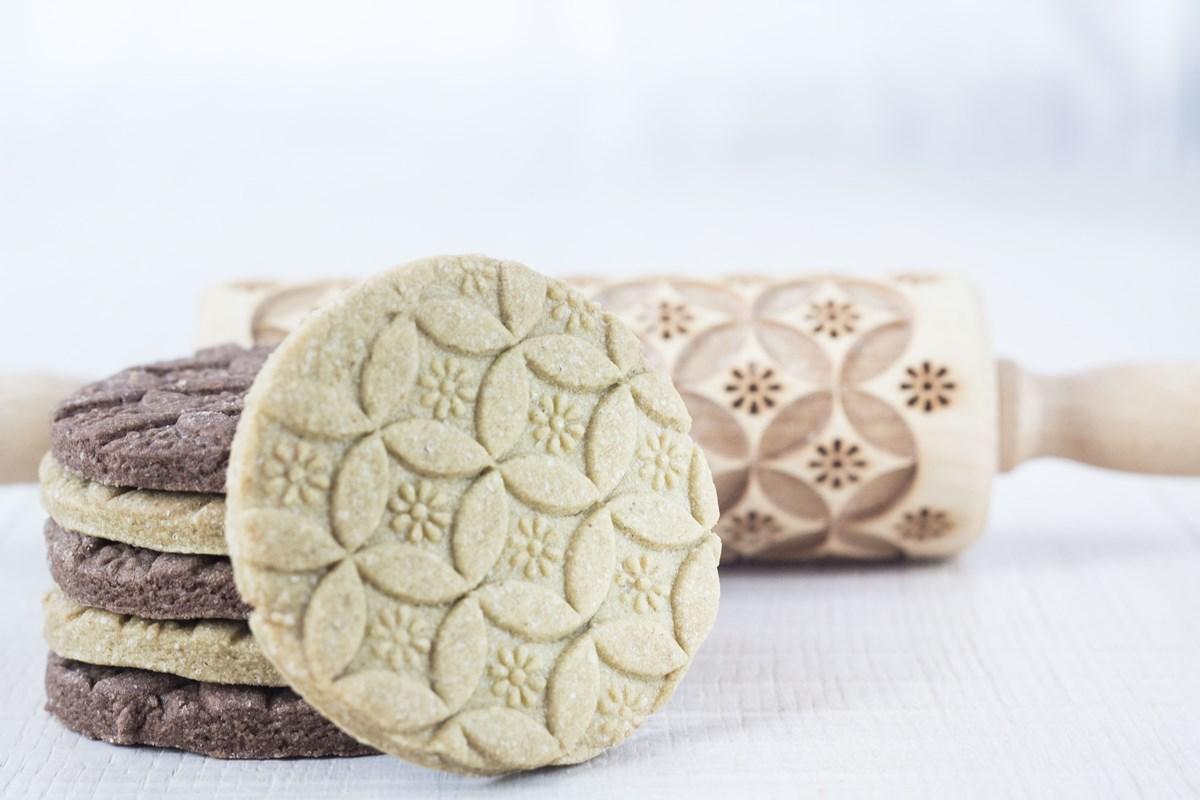 biscotti decorati di pasta frolla al the matcha
