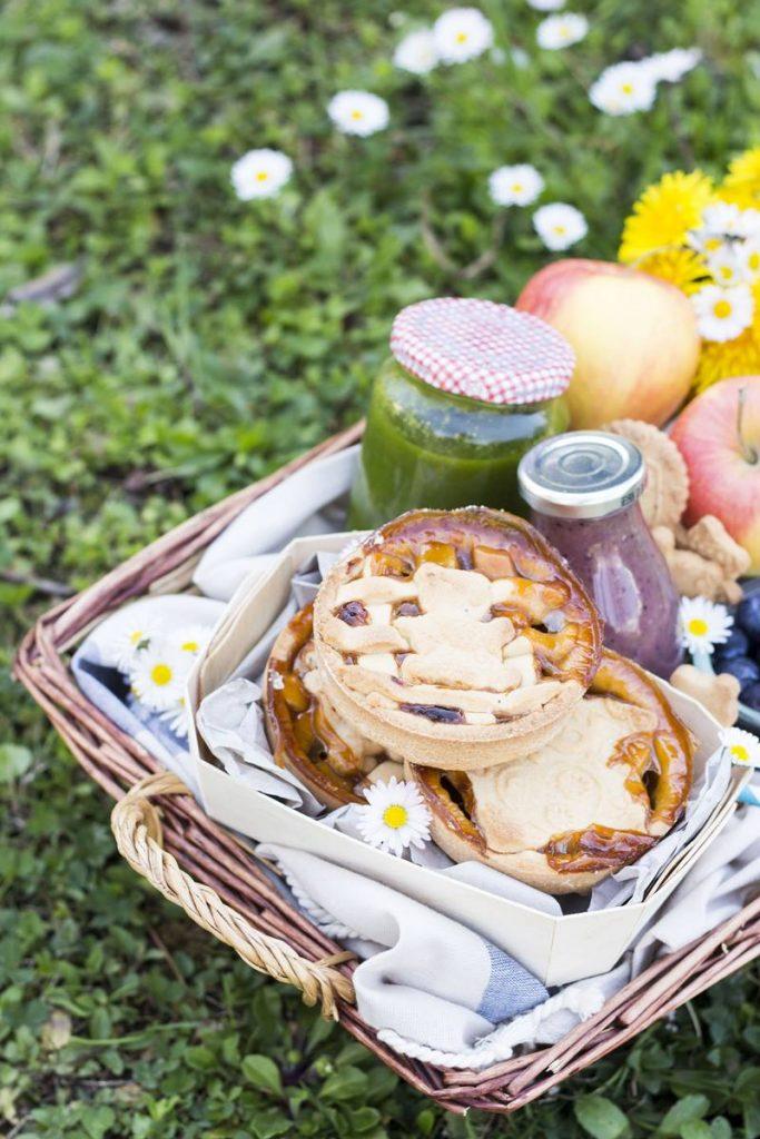Montessori in cucina: crostatine facilissime per un pic nic all'aperto