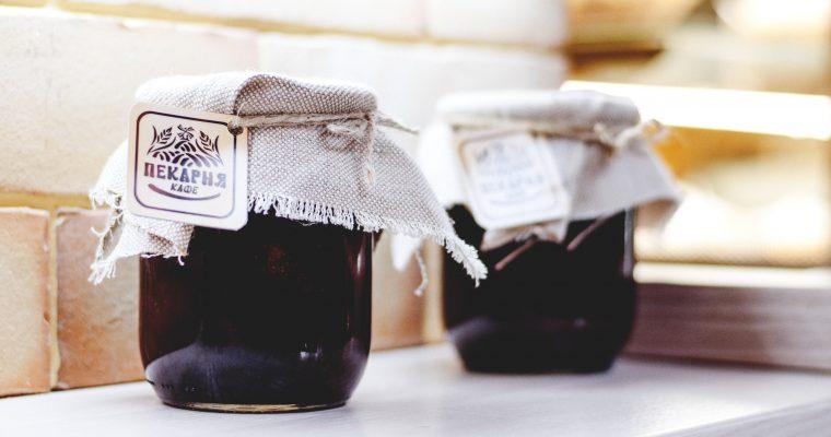 Sterilizzare i vasi di vetro per conserve e confetture: tutti i metodi e i trucchi utili.