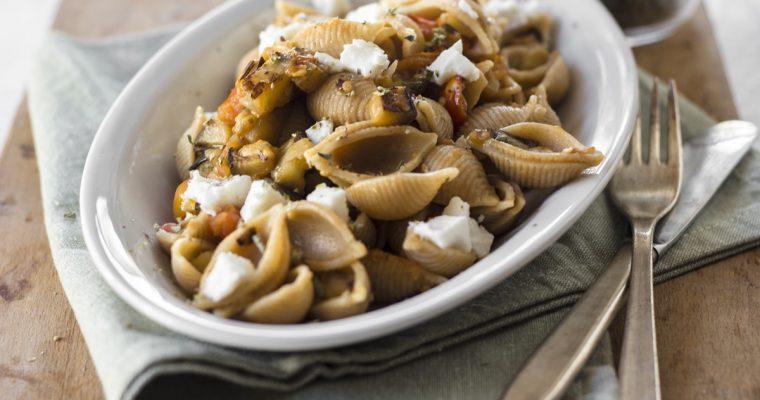 Pasta Integrale con Melanzane, Feta e Pomodori per salutare l'Estate